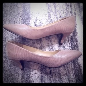 Left & Right Nude Size 8.5 Like New ❤